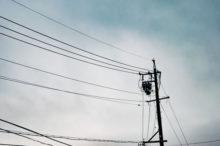 曇り 空 電線